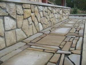 Placare-cu-piatra-naturala-alei-si-ziduri