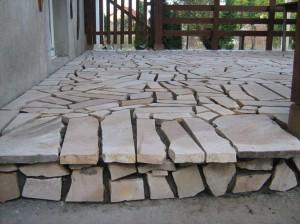 Placare-cu-piatra-naturala-terasa-2