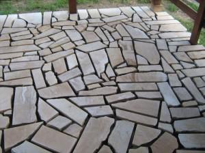 Placare-cu-piatra-naturala-terasa