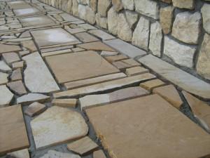 placare-cu-piatra-naturala-trotuar